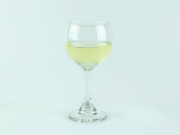 copa con vino blanco