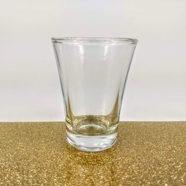 copa de aguardiente en dorado