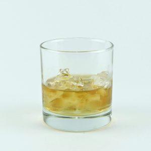 vaso roquero con trago
