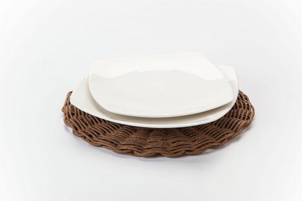 Platos base de mimbre y ceramica
