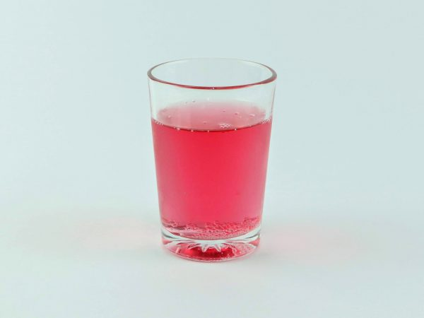 vaso pequeño con gaseosa